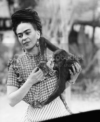 http://i573.photobucket.com/albums/ss177/believe_my/Frida-Kahlo.jpg?t=1284900204